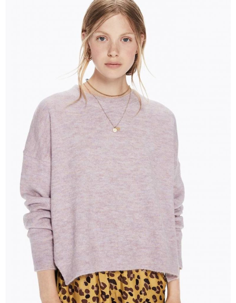 Basic Crew Neck in Fluffy Yarn