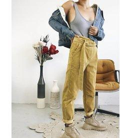 Pantalon en velours côtelé à taille haute
