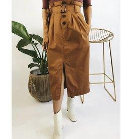 Jupe mi-longue avec boutons et ceinture