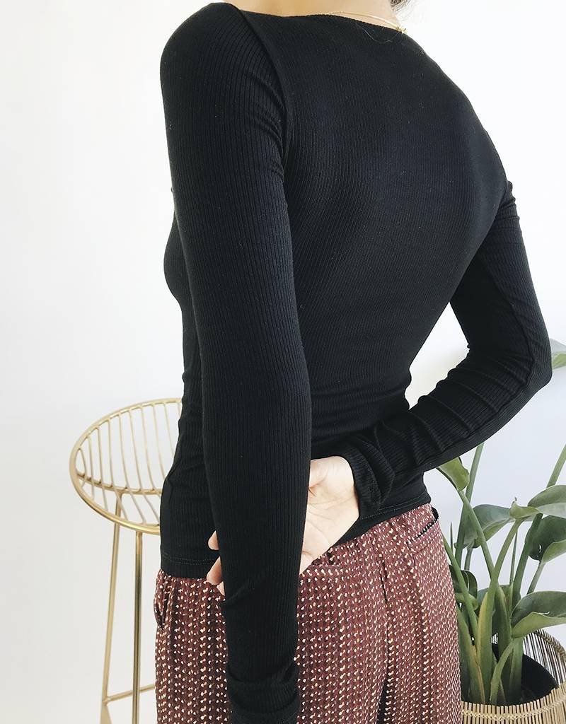 Haut côtelé classique à manches longues