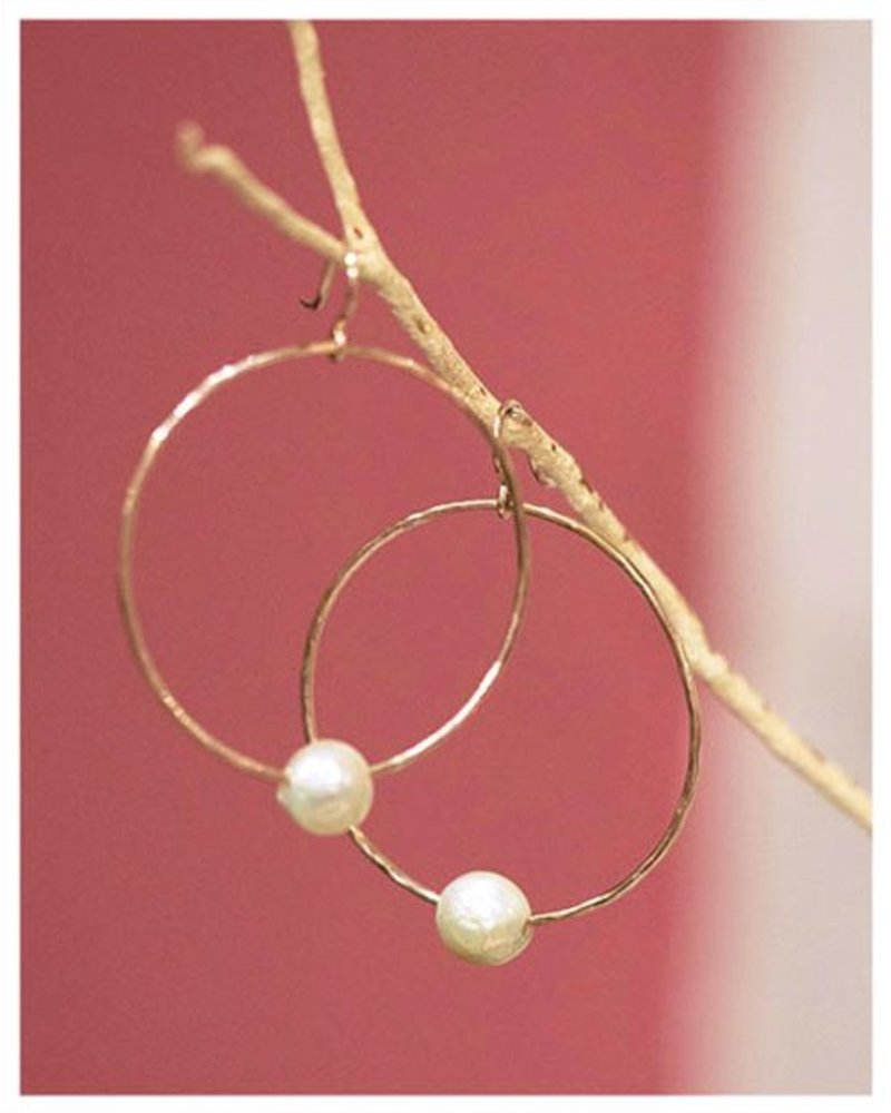 HI ASHLEY MALIA Moana  Hoop Edison Pearl Earrings
