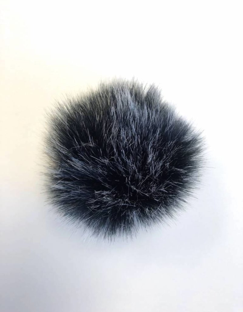 Pom pom Faux Fur with snaps - Badger
