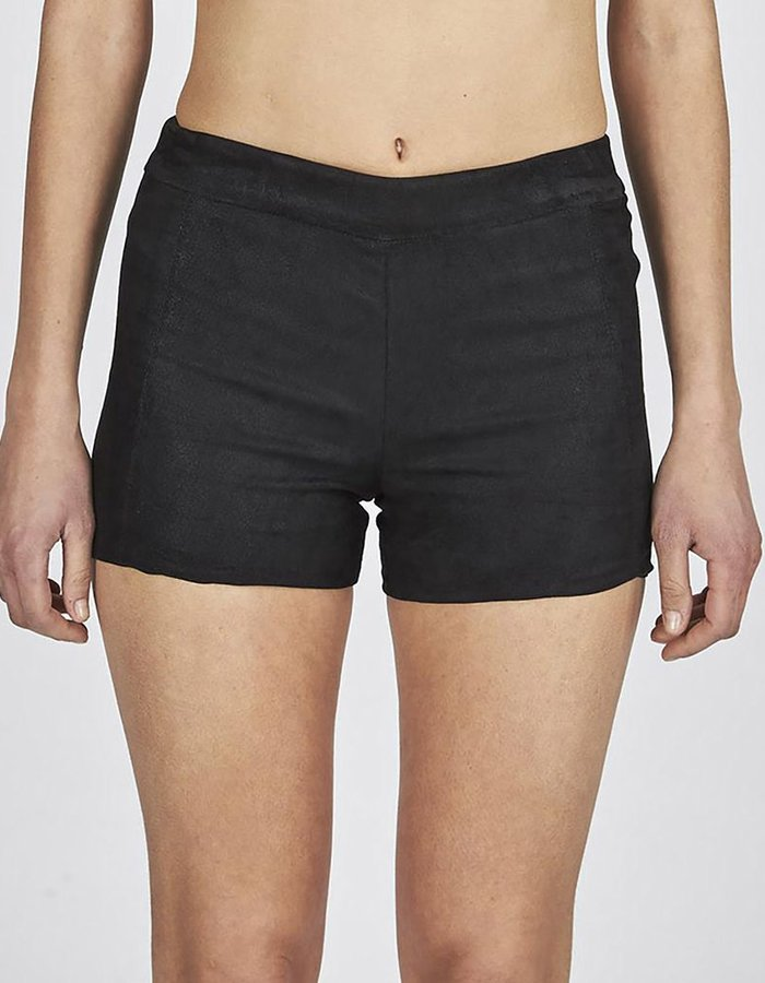 ISABEL BENENATO STRETCH LAMB LEATHER SHORTS