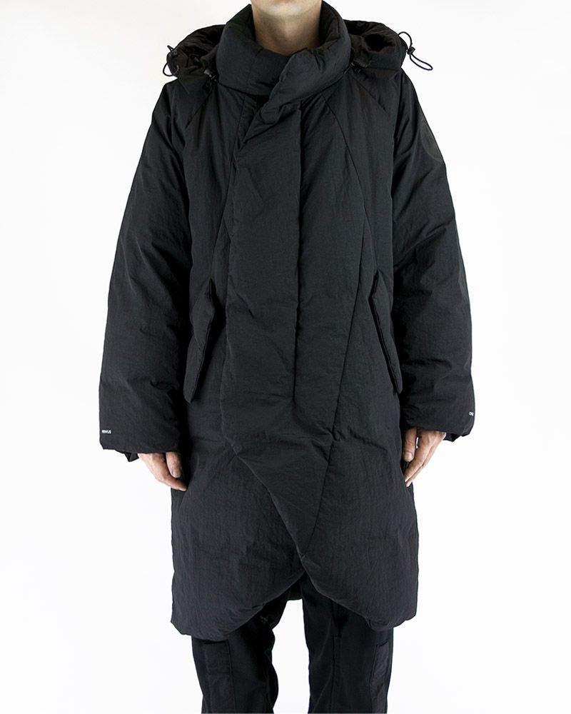OVERSIZED QUILTED COAT WITH DETACHABLE HOOD IN BLACK