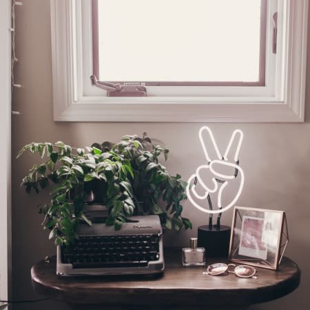 Amped Neon Peace Sign Desk Lamp